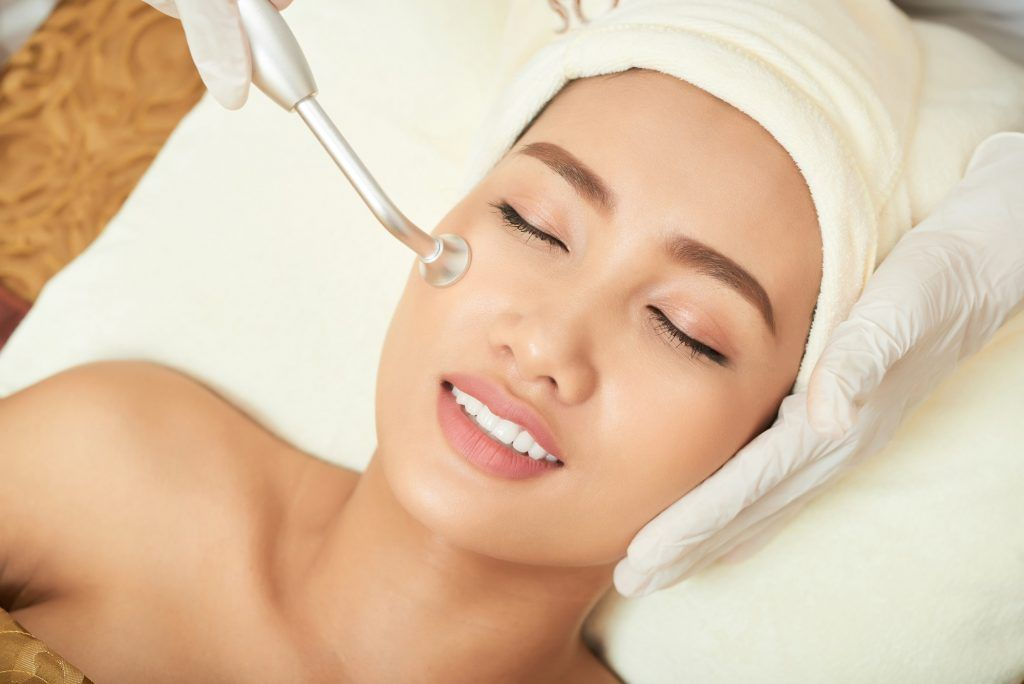 Cleaning Pores at Facial Room